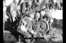 Esercitazioni a fuoco di un battaglione di fanteria a sbarco, 1940.